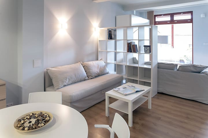 Studio for 1-4, WiFi, train to Prague City Centre - Nelahozeves - บ้าน