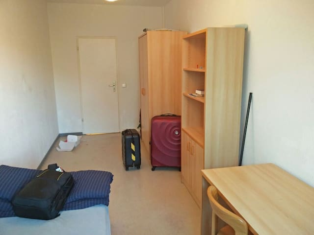 Single room in 3 room apartment