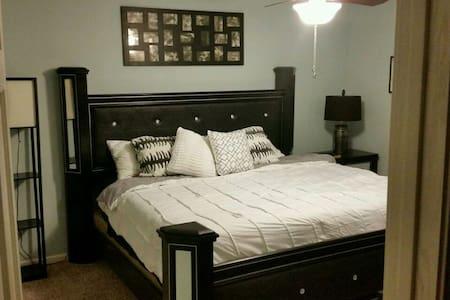 Luxury basement 4u 5min from SF - Harrisburg