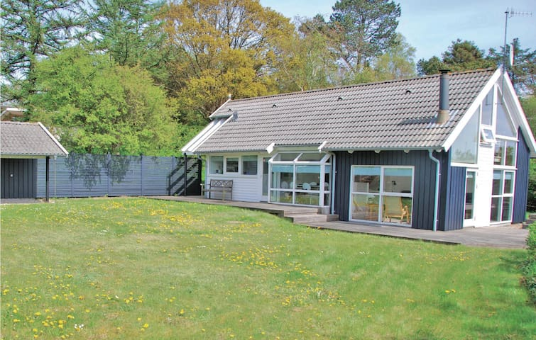 Holiday cottage with 2 bedrooms on 80 m² in Ebeltoft
