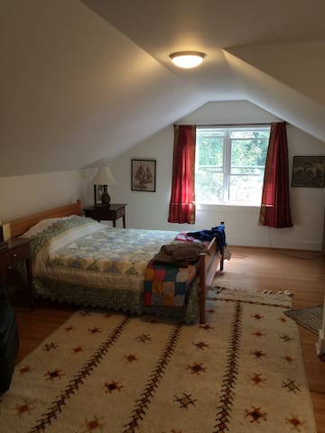 Big, sunny and quiet room - Gladwyne