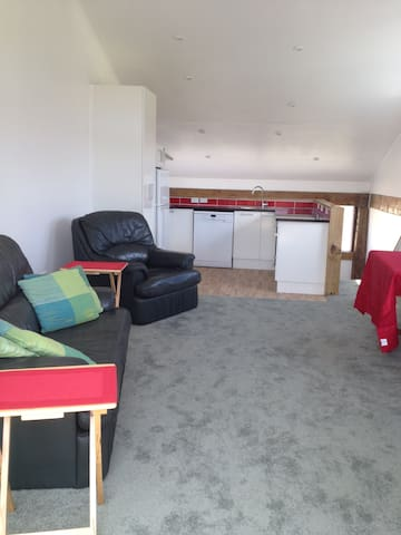 Self contained 1 bed barn conversion - Waitoki - Daire