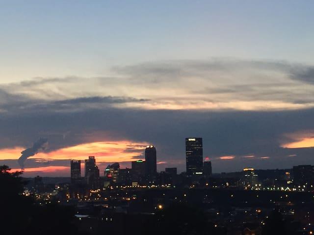 Panoramic Pittsburgh Views/Citylife House