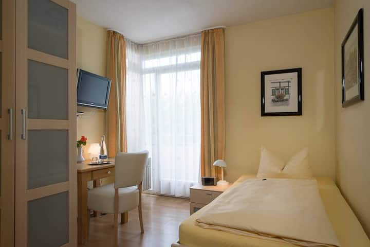Hotel NORA GbR, (Bad Krozingen), Einzelzimmer mit Dusche und WC