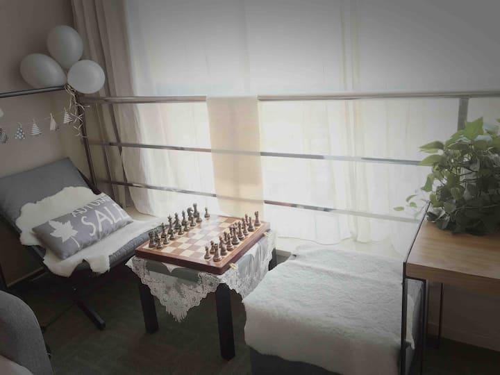 出租干净整洁的高级国际公寓。