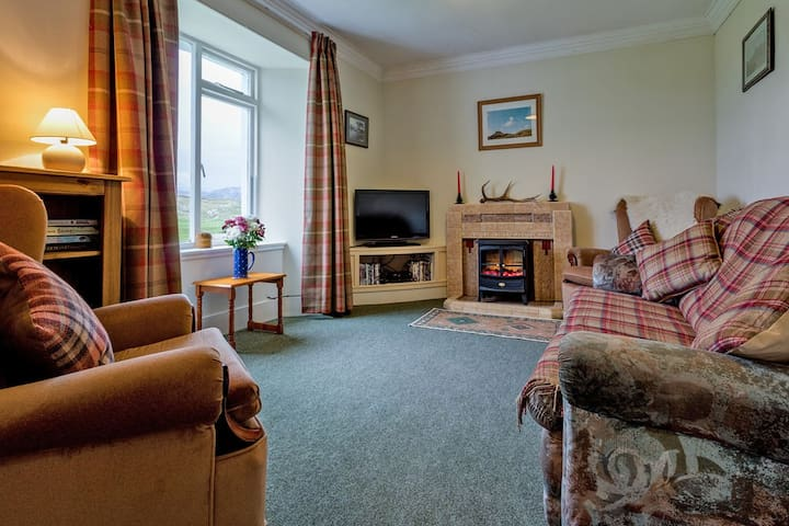 View Hill, Ullapool sleeps 4 / 5 and pet friendly