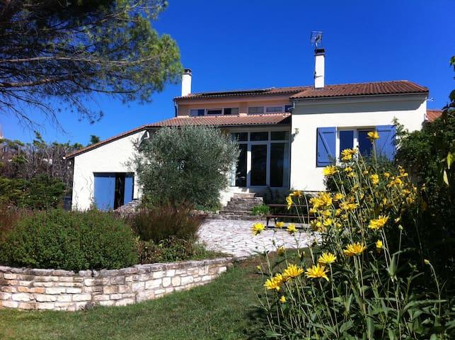 Grande maison dans cadre exceptionnel - Labastide-de-Virac - วิลล่า