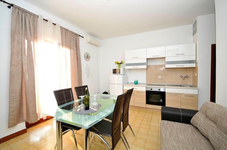 Apartment Martin, Lokva Rogoznica (Omis), sea view - Lokva Rogoznica - Wohnung