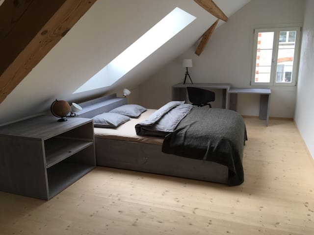 cozy loftroom 2, near lake & zurich, free carpark - Stäfa - บ้าน