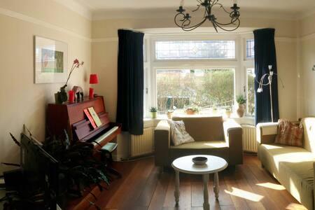 Ein angenehmes Familienhaus in einer schönen Gegen - Santpoort-Zuid - Casa