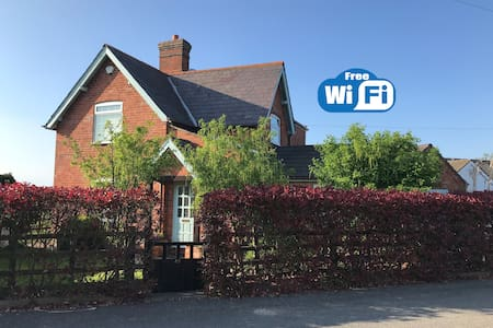 The Gatehouse - Detached + WiFi + Dog Welcome