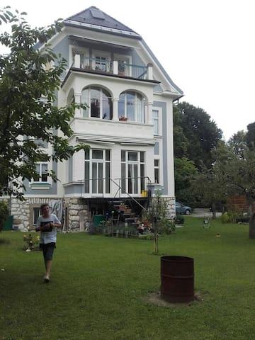 für 40 Euro  -  Villa mit Garten in Villach - Villach - Villa