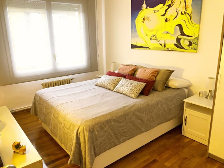 Fantastic double room with bathroom in Camp Nou!!