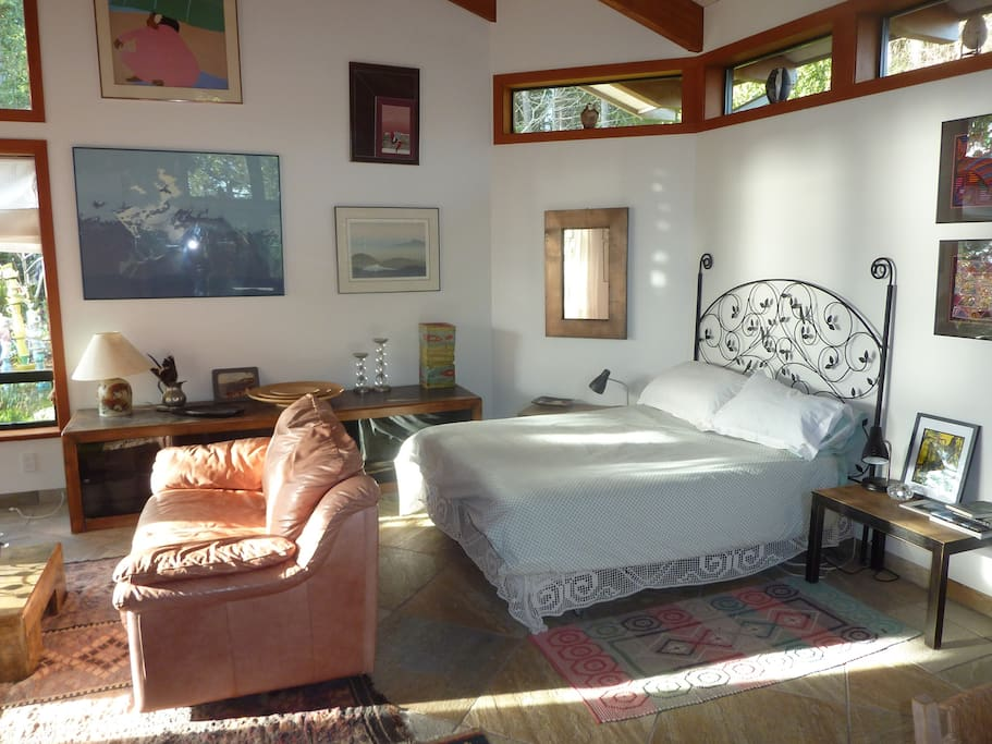 Guest room, bed and sitting area