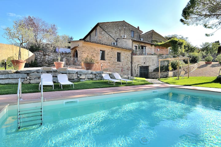 Entire Tuscan house with private pool Chianti 10pp