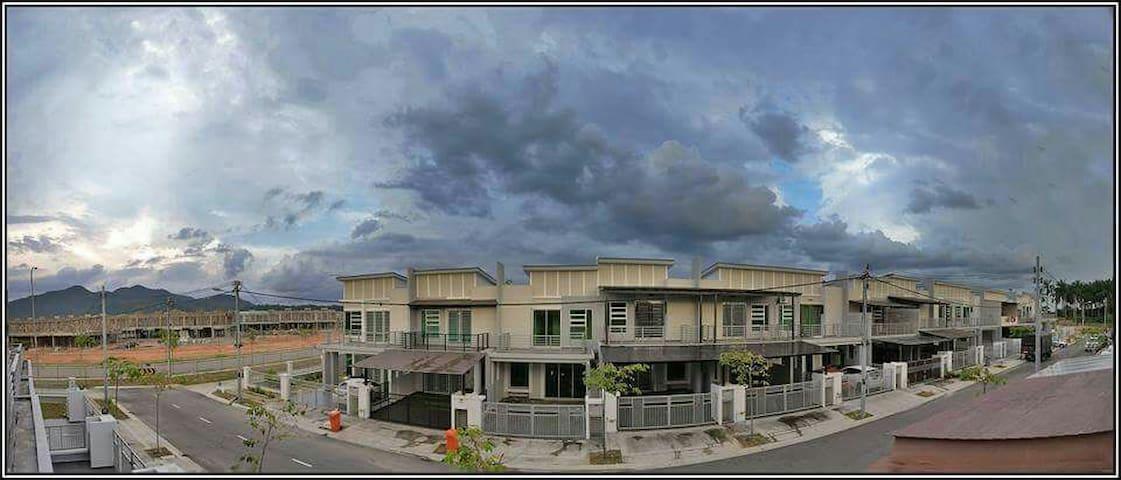 Seri Impian Bayu 4BR Aircond/Unifi/Coway/ (fazrul)