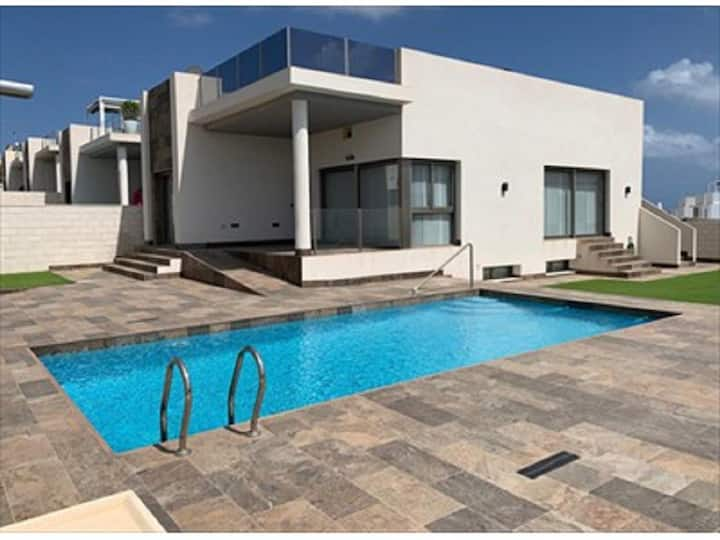Villa 4 bedrooms 3kms Playa Flamenca