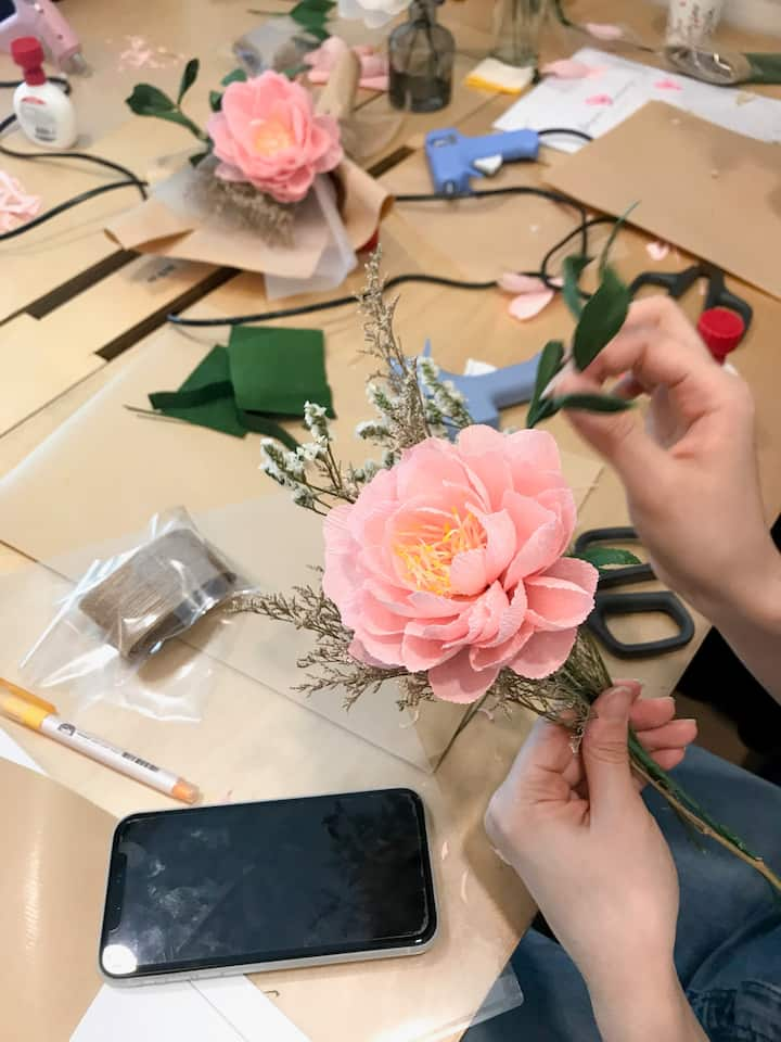 Students making mini bouquet