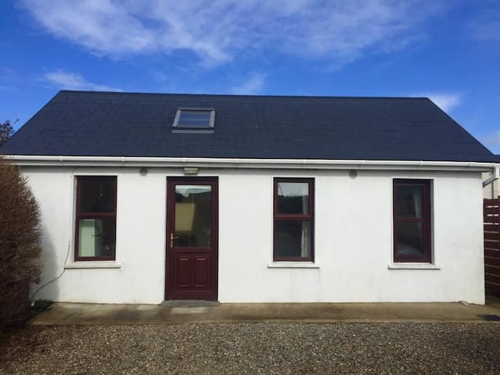 Lahinch Railway Cottage, Perfect Location!