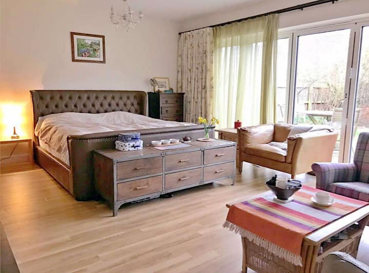 Very Spacious Room with Garden