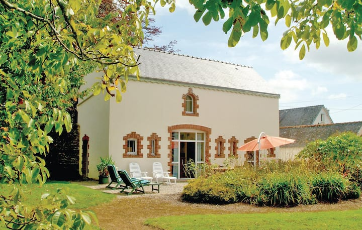 Amazing home in La Foret Fouesnant with WiFi and 3 Bedrooms