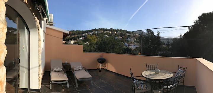 Casa crocodile, large terrace view of mountains.