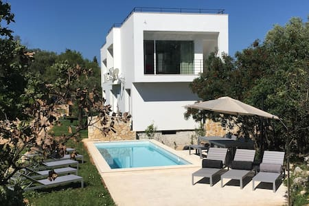 Modern villa with pool for 8 people - Loutses - Ev