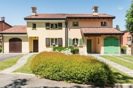 2 Bedroom Villa in a Golf Resort - Bogogno - Hus