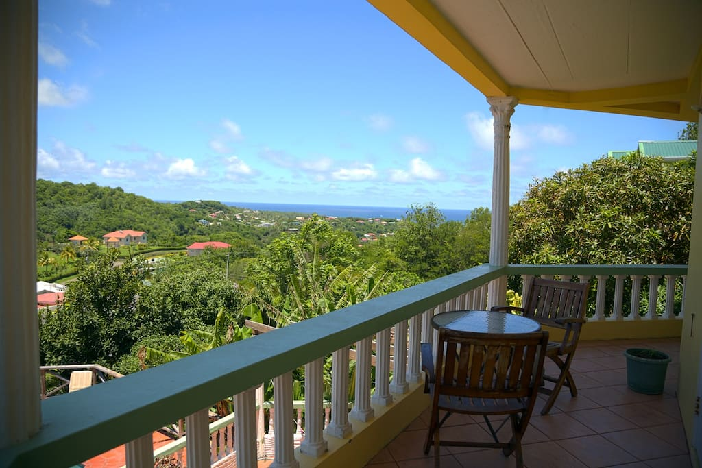 Verandah with sea views - perfect for Breakfast & sunset drinks!