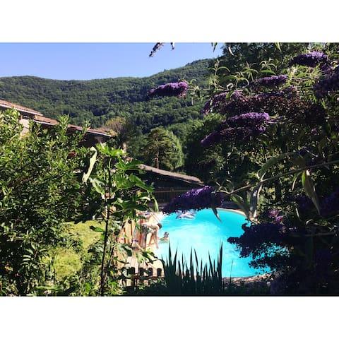 Gîte avec piscine dans environnement privilégié