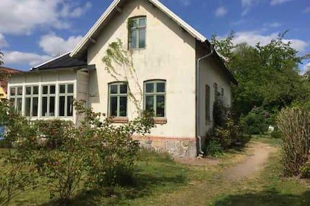 Stort sekelskifteshus nära Lund - Harlösa - Dom