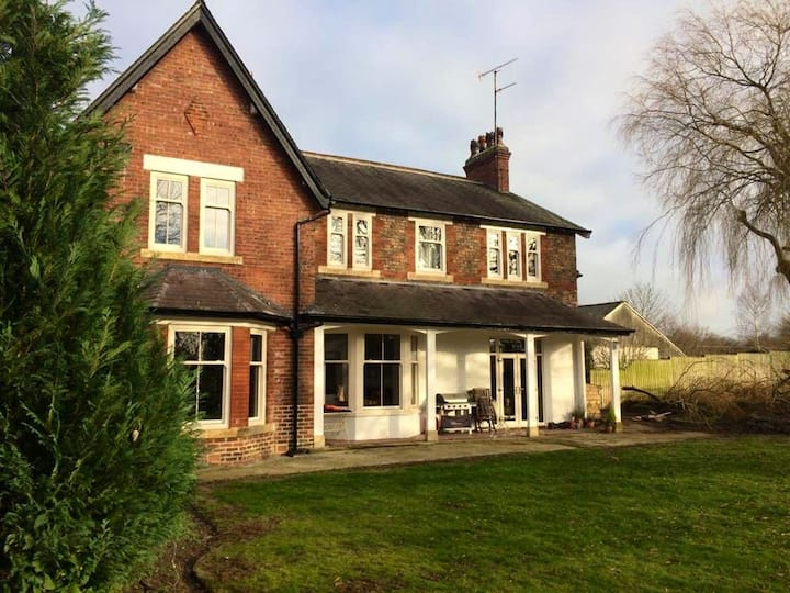 The Beeches, historical, 5 Bed, 9 guest Farmhouse