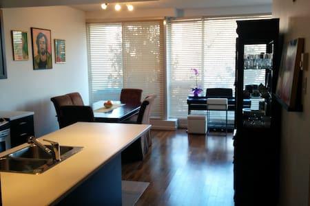 Modern 1 bedroom condo / floor to ceiling windows - Montréal