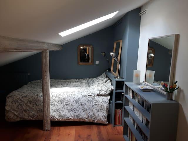 Chambre spacieuse, Literie neuve 140x200