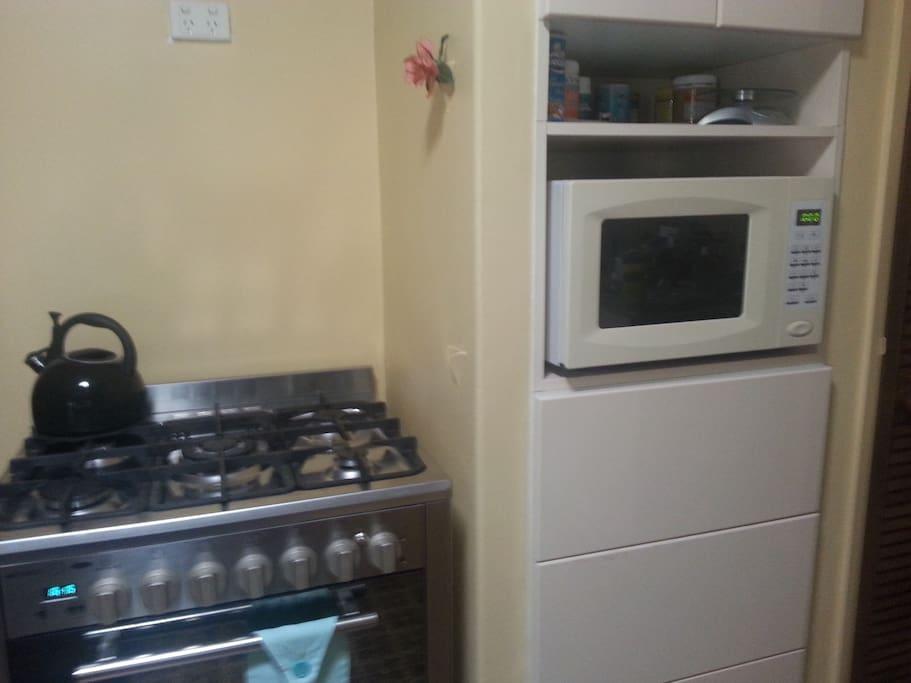 Kitchen stove, oven & microwave