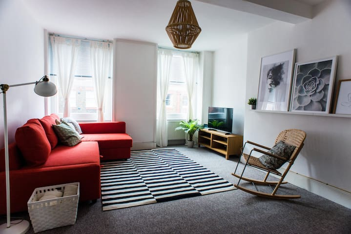 One bedroom apartment in Nottingham Place by Allô Housing