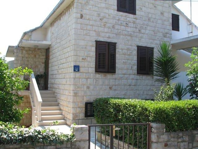 ROOMS IN SUPETAR - Supetar - House