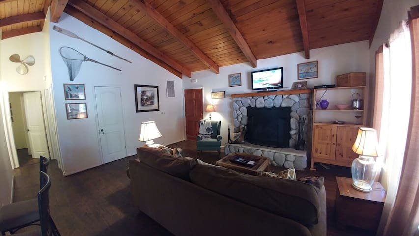 Club View Cottage w/hot tub! - Big Bear Lake