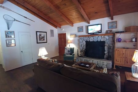 Club View Cottage w/hot tub! - Big Bear Lake - Srub