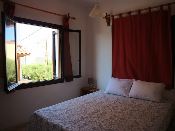 Cozy Traditional Studio Oliaria N2 2 mins to beach