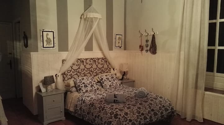 Spacious and charming room 3