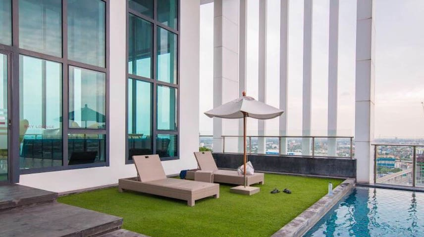 Cozy Room near MRT Wifi & Netflix • Kitchen • Pool