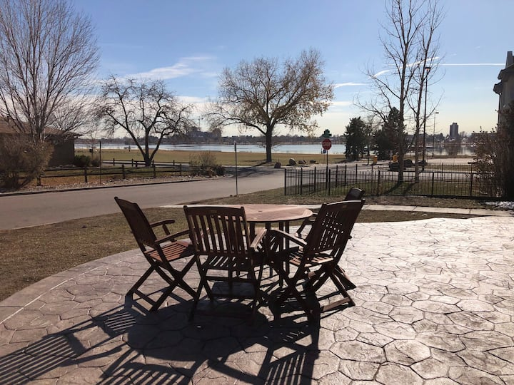 Amazing condo on Sloan's lake minutes from Denver
