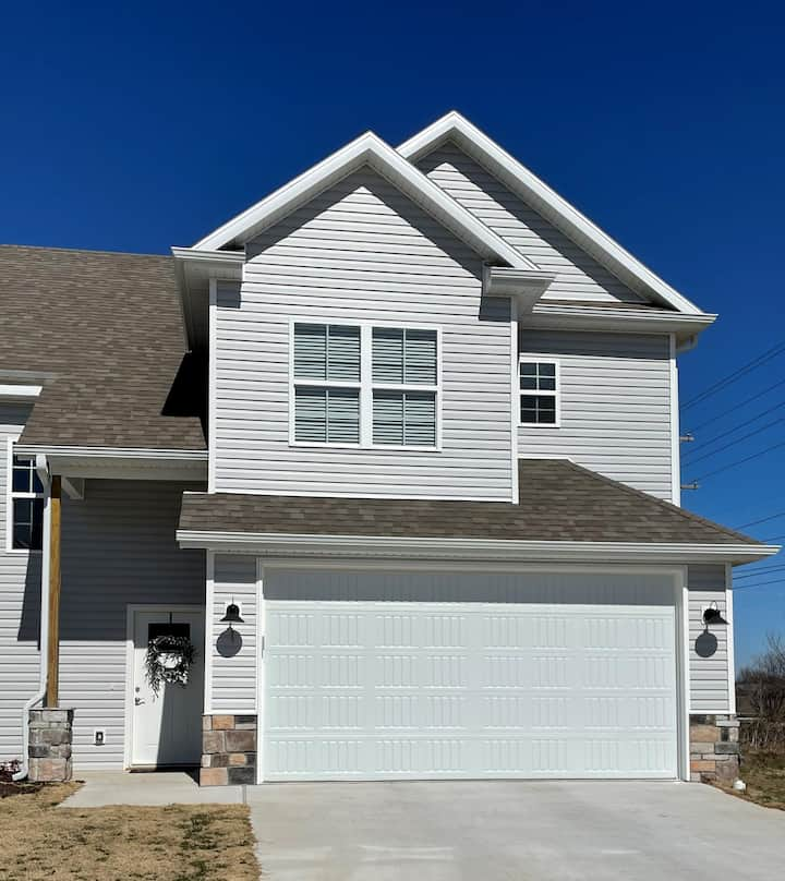 New Townhouse near Coler Mountain Bike Trails