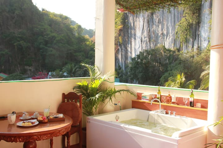 Lovely Penthouse with Mt Taraw View and Bathtub