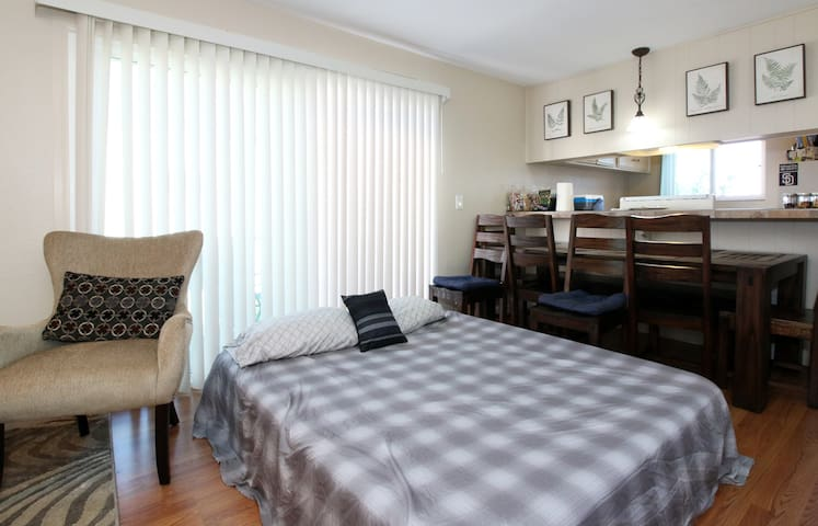 Airbed/shared living room+breakfast - Chula Vista - Flat