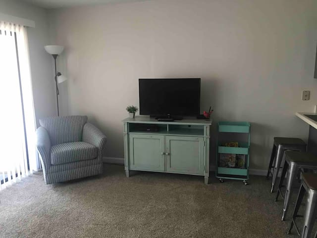Surfside Beach Condo with Pool View