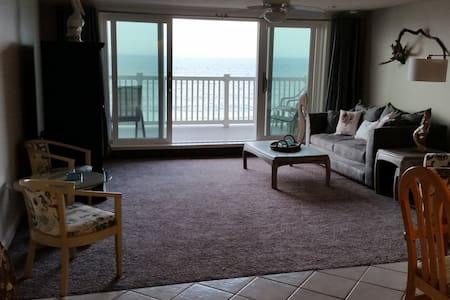 Old Orchard Breachfront Condo - 2 Bedroom - Old Orchard Beach - Leilighet