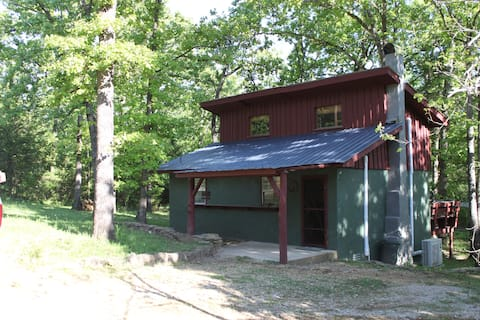Red Cedar Cabin near the Lake