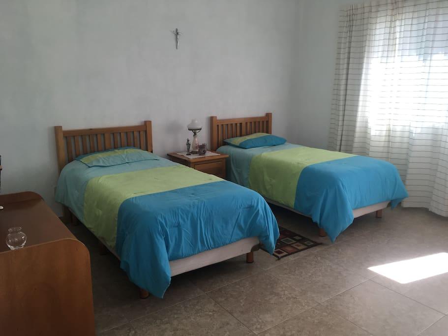 Recámara con 2 camas individuales